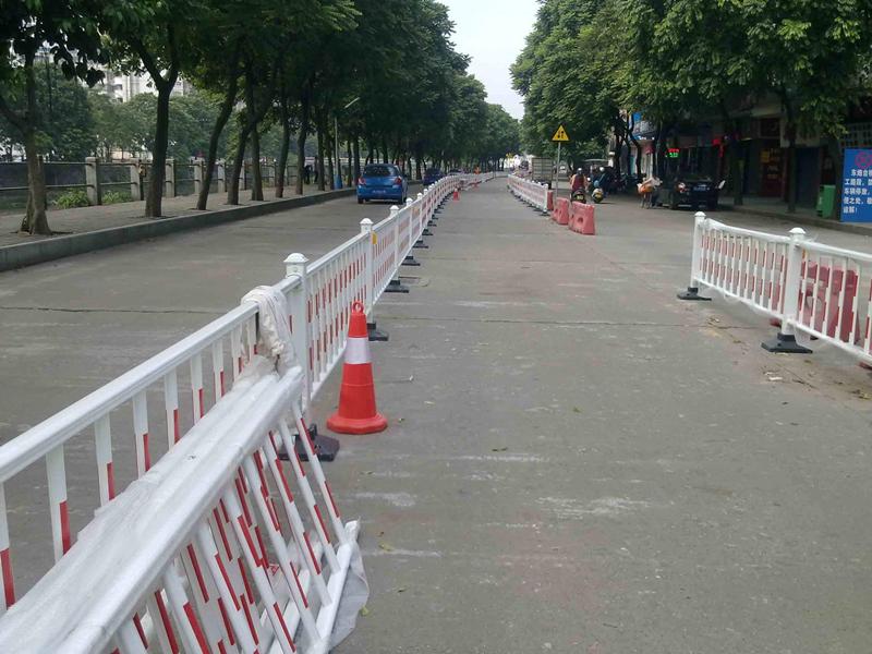 市政道路护栏网工程案例